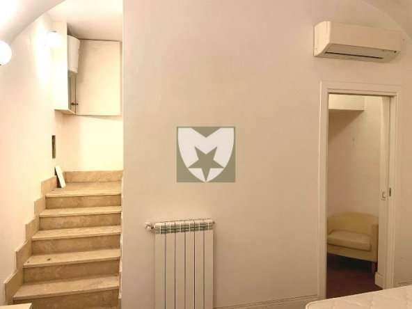 Centro Storico Via Giulia Locale Commerciale Vendita di Mancini RE Immobiliare