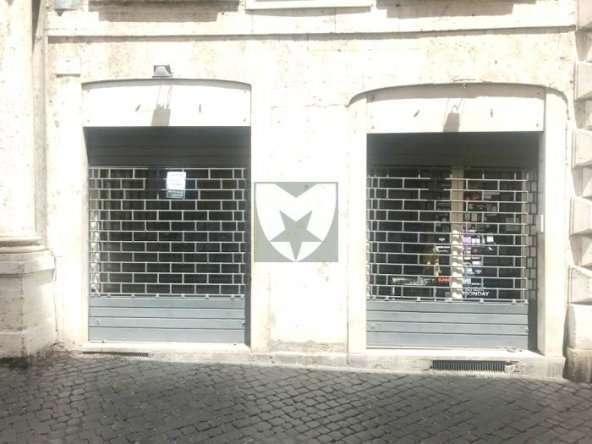 Negozio Affitto Centro Storico Piazza dell'Orologio di Mancini RE Immobiliare
